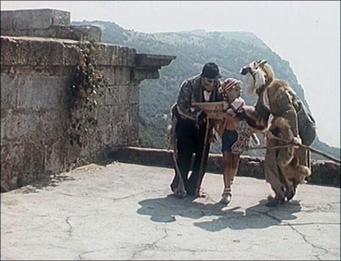 Эпизод из фильма снимали неподалеку от крымского Фороса.