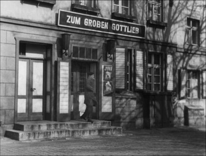 Берлин снимали в самом Берлине, в восточной части города.