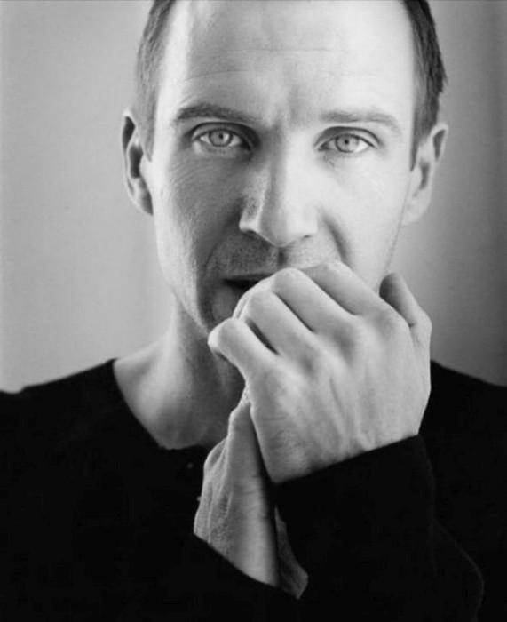 Британский актёр, сыгравший Амона Гёта в «Списке Шиндлера».