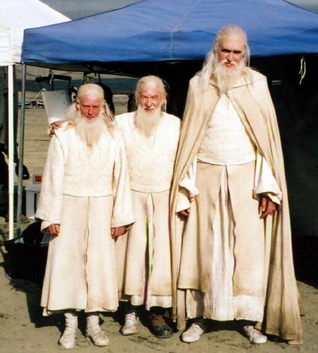 Иэн Маккеллен со своими дублёрами на съёмках фильма.