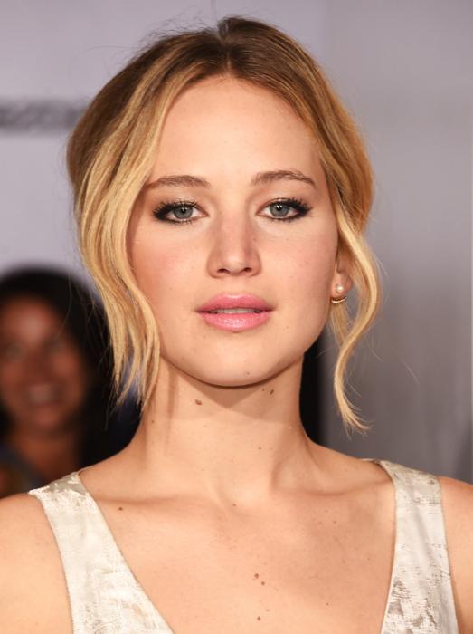 Звезда франшизы «Голодные игры» и одна из самых молодых обладательниц «Оскара», является самой высокооплачиваемой актрисой 2015 года с доходом в $52 млн. Киностудии зарабатывают $39,1 с каждого потраченного на неё доллара.