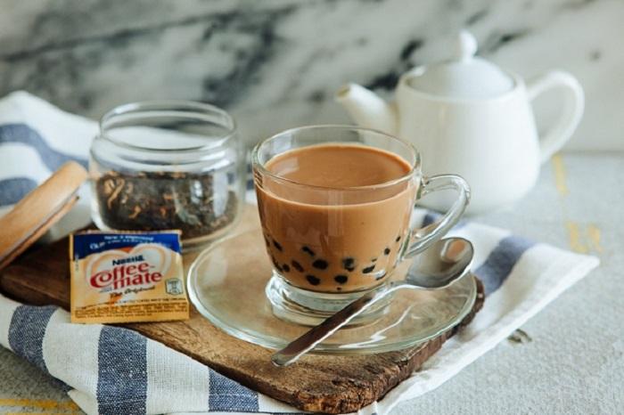 4 пакетика черного чая, перец, сгущенное молоко и 2 шота кофе.