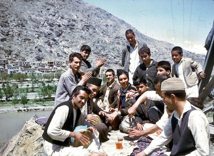 Афганские мужчины на пикнике.
