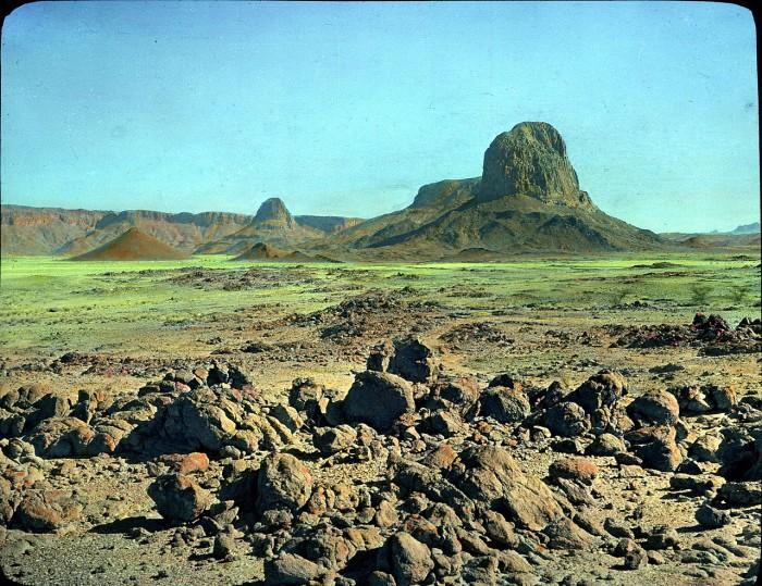 Коренные горные породы на северо-востоке Таманрассета.