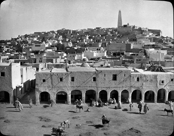 Восточная жемчужина Алжира, находящаяся на средиземноморском побережье.