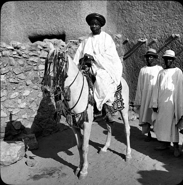Правитель государства в Западной Африке.