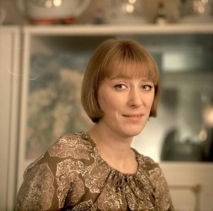 Неповторимая и яркая актриса снялась в более 130 фильмах и является звездой советского кино.