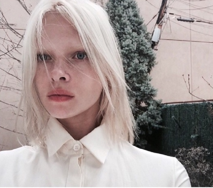 Казахстанская модель-альбинос очень востребованная в Европе и Америке, стала лицом одной из коллекций итальянского бренда Brunello Cucinelli в 2013 году.