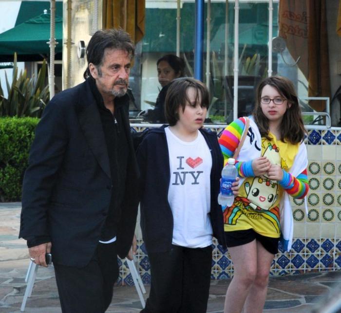 Двойняшки – Антон Джеймс и Оливия Роуз появились на свет, когда актеру исполнился 61 год. /Фото: topnews.ru