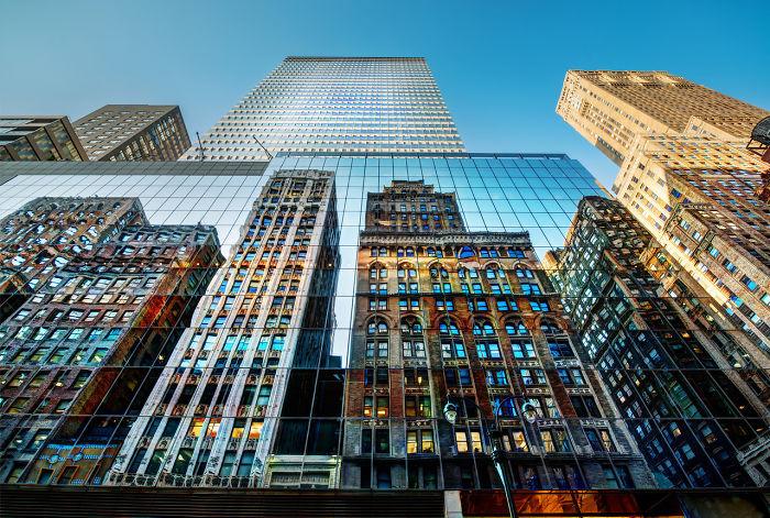 Зеркальные небоскребы - это поистине великолепное зрелище.