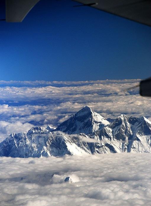 Гора Эверест с борта самолёта.