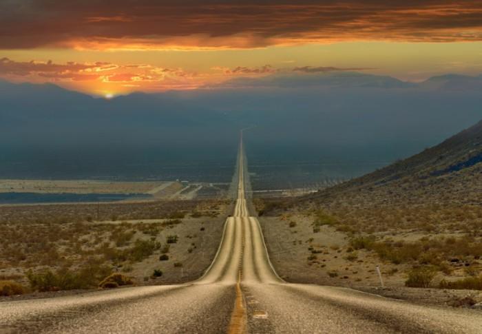 Более 200 километров по прямой через долину смерти, Калифорния.