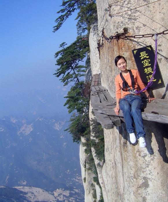 Самая опасная пешая тропа в мире находится на горе Хуашань, Китай.