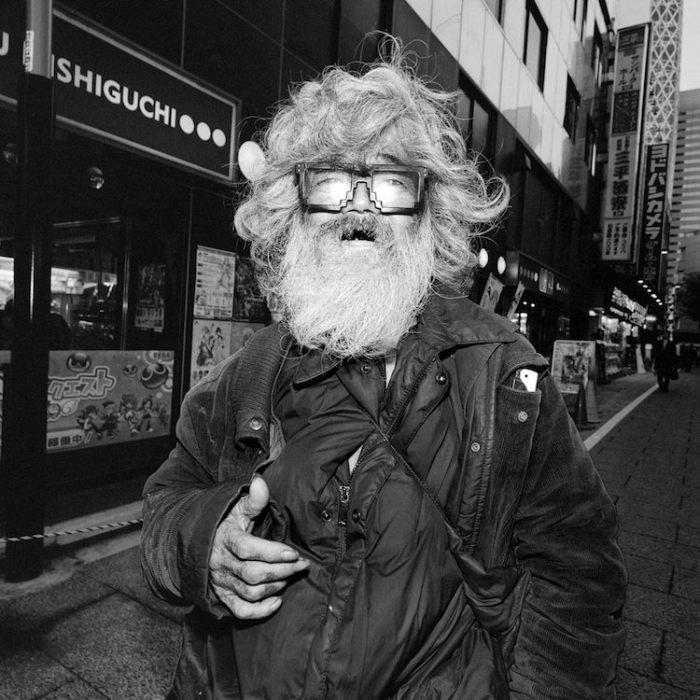 На улицах Японии можно встретить разных людей...