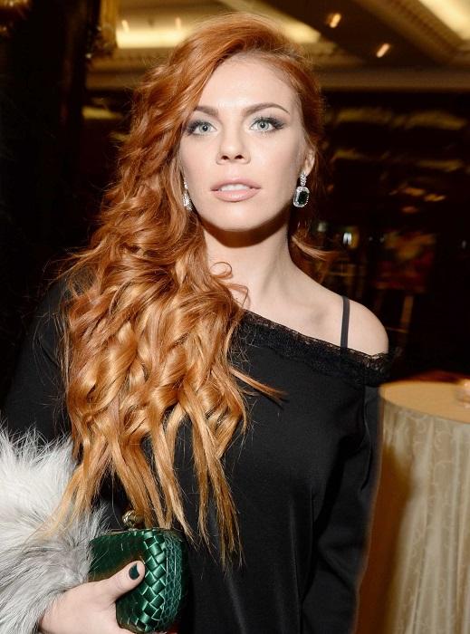 Российская поп-певица всячески старается не афишировать свою личную жизнь и фотографию мужа показала поклонникам спустя 7 лет после свадьбы.