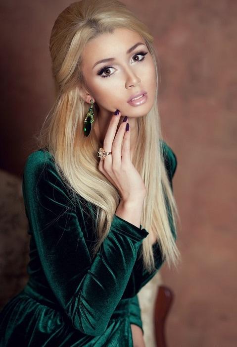 Эффектная молодая барышня родилась в семье киноактрисы Анастасии Заворотнюк и бизнесмена Дмитрия Стрюкова. /Фото: nasha.lv