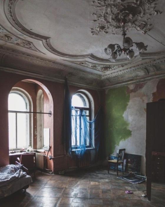 Старые здания обладают особым очарованием, но питерские коммуналки - это что-то совершенно неповторимое и завораживающее.