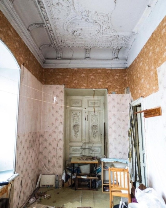 Комната, требующая ремонта.