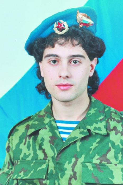 Российский актёр театра и кино, певец. Актер в третьем поколении.