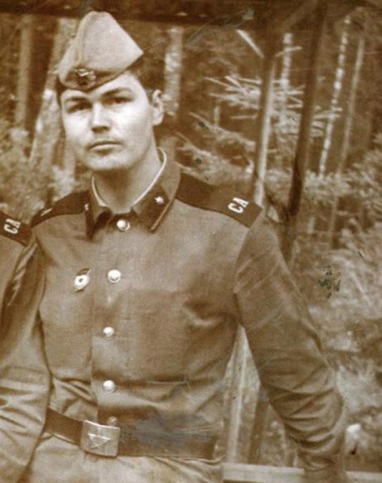 Заслуженный художник Российской Федерации.