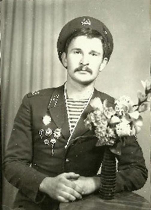 Советский и российский актёр театра и кино, певец.