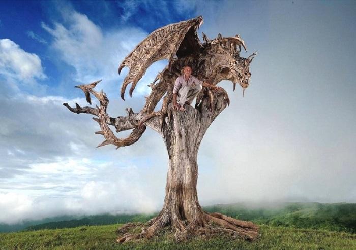 Из обыкновенных коряг и хвороста рождаются настоящие шедевры, которые поражают своей реалистичностью.