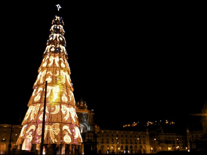 Самая высокая рождественская ёлка в Европе.