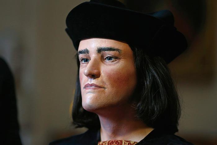 Было установлено, что Ричард III погиб на поле брани, сражаясь с претендентом на престол — Генрихом Тюдором, будущим королем Генрихом VII.