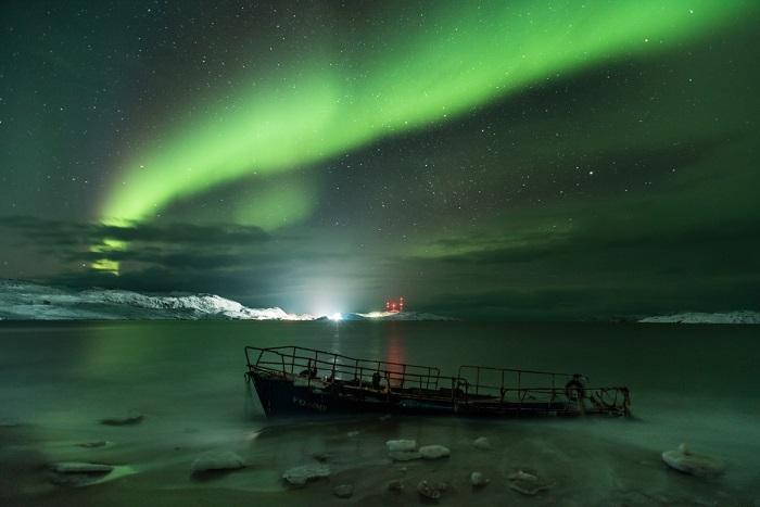 Потрясающая фотография Северного сияния, взятая у села Териберка  Мурманской области.
