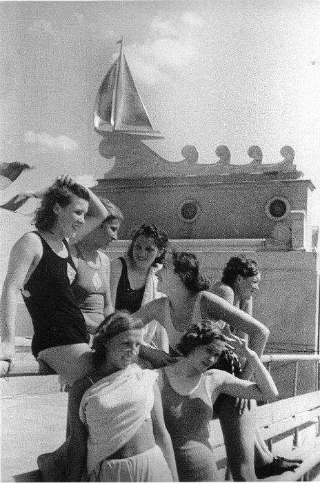 Северный речной порт Москвы, 1938 год. Фотограф Э. Евзерихина.