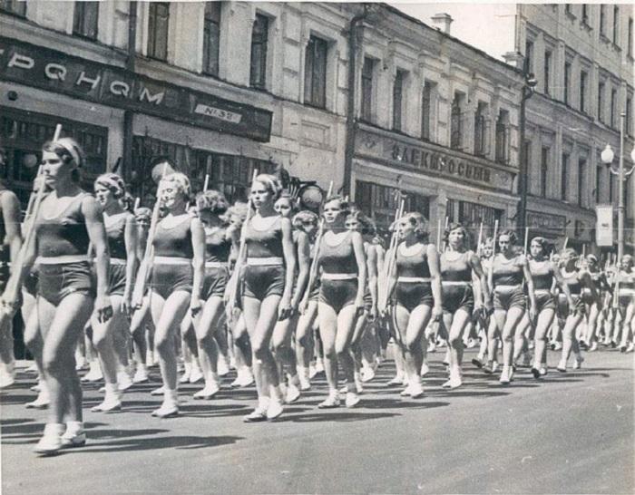 Парад физкультурниц на Тверской.