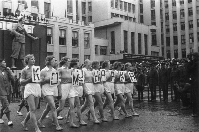«Коммунарка» на параде.