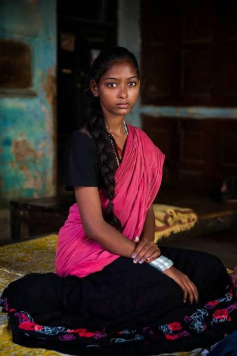 Национальная индийская одежда для  женщин из шелка.