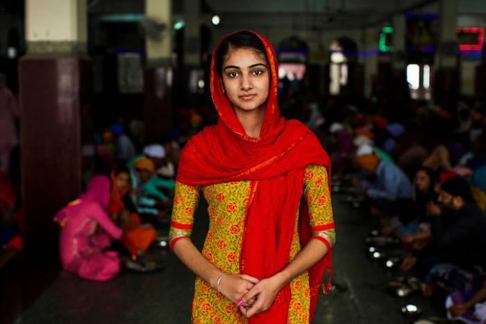 Девушка в национальной женской одежде в индийском стиле.