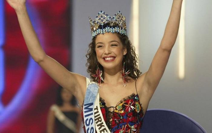 Турецкая актриса, модель и танцовщица, обладательница титула «Мисс мира» 2002 года.