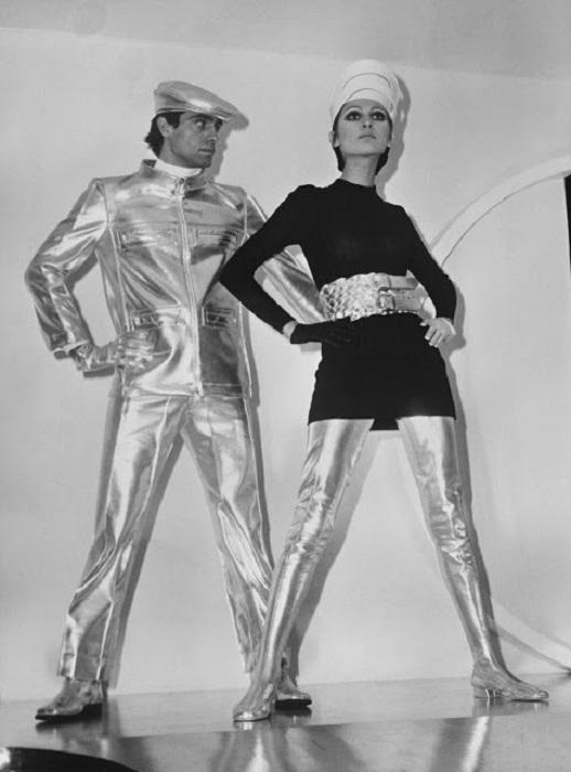 Представления людей о «космической эре» ассоциировались исключительно с блестящими металлизированными тканями.