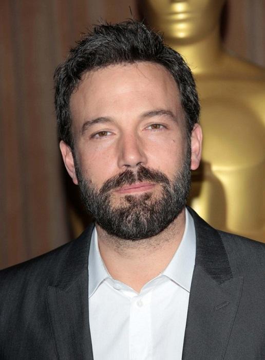 Американский актёр, сценарист, кинорежиссёр и продюсер. На протяжении десятилетия актер безуспешно боролся с зависимостью самостоятельно, но в 2001 году все же сдался и лег в клинику.