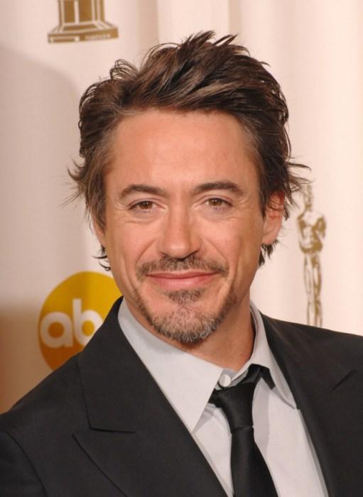Американский актёр, продюсер и музыкант, лауреат многих кинопремий. В период алкозависимости режиссёры перестали его приглашать на съёмки.