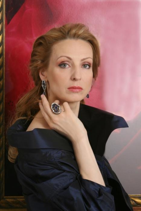 Российская балерина, народная артистка России, лауреат премии «Золотая маска», лауреат Государственной премии России.