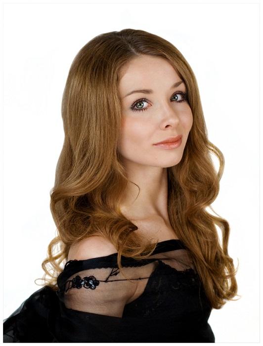 Российская балерина, прима-балерина Большого театра.