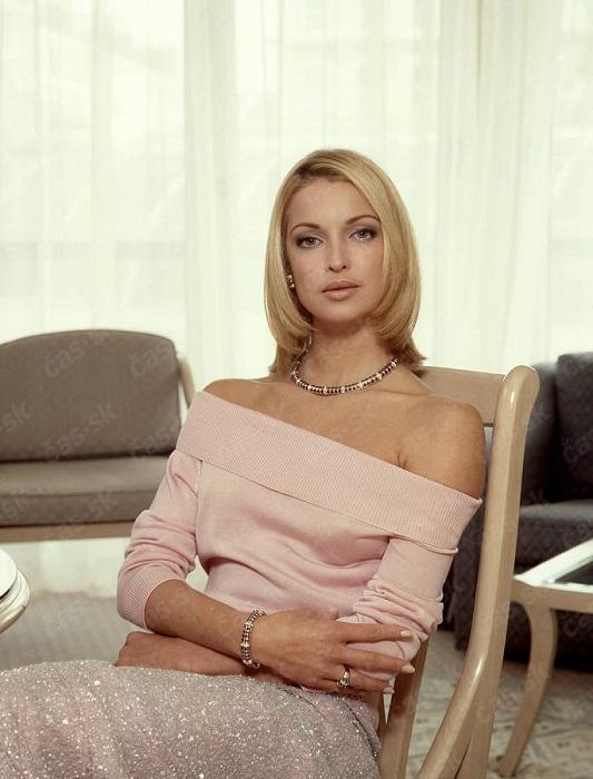 Российская балерина, актриса, певица и общественный деятель, заслуженная артистка России.