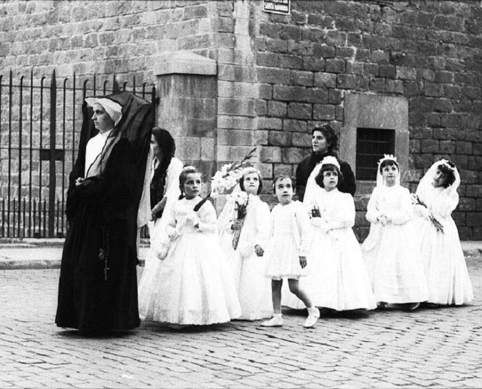 Работа известной каталонской фотохудожницы, работавшей в жанре уличной фотографии.