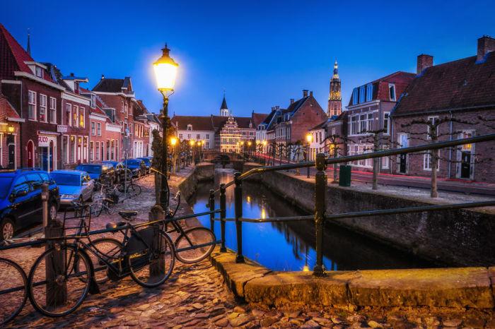 Амерсфорт, «каменный» город окружают каналы, которые были построены еще в средние века в целях безопасности.