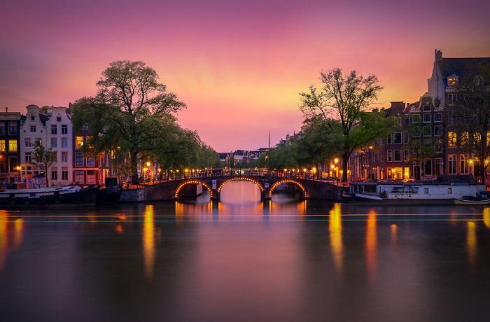 Нидерланды – это страна ветряков, польдеров и замечательного сыра.