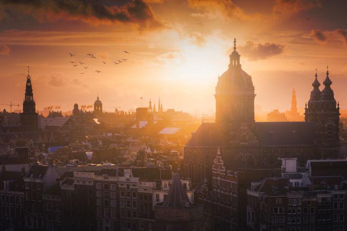 Столица и крупнейший город Нидерландов.