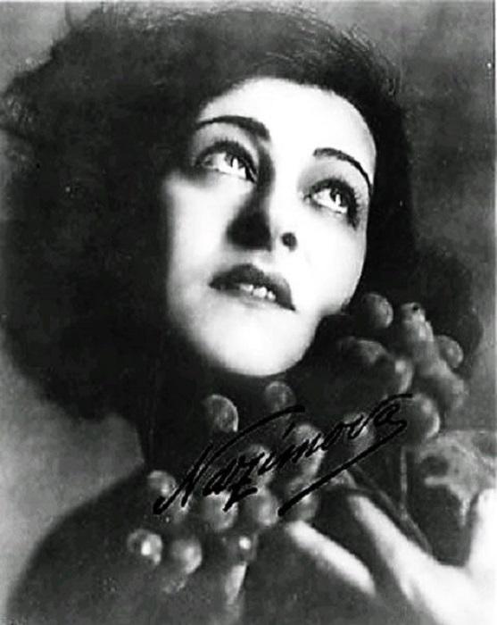 Алла родилась в Таврической губернии, брала уроки у Станиславского, эмигрировала и стала звездой Бродвея и Голливуда.