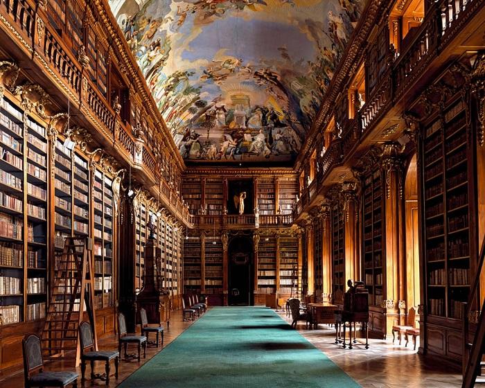 Монастырская библиотека несколько раз страдала от пожаров и перестраивалась, пока в 1758 году не обрела свой нынешний вид.