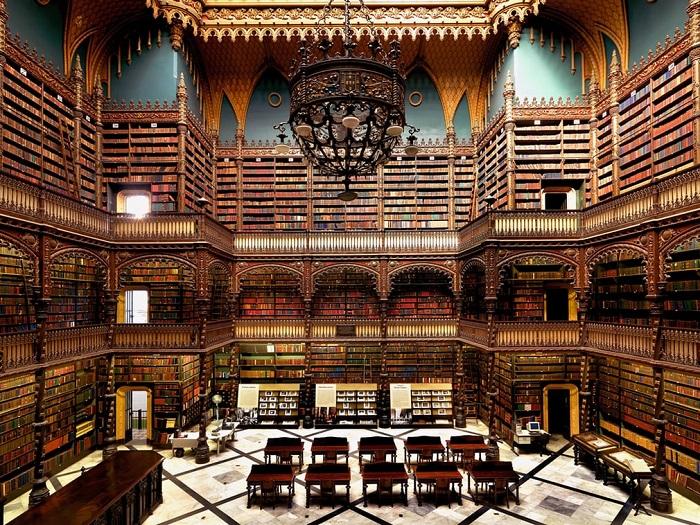 Здание самой красивой библиотеки Южной Америки, основанной в 1837 году, часто снимали в фильмах.