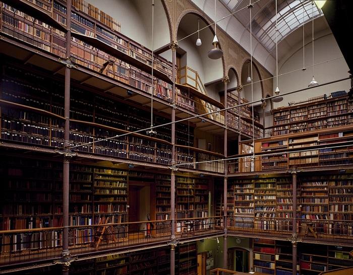 Крупнейшая библиотека в Нидерландах, экземпляры книг которой посвящены исследованию истории искусств.