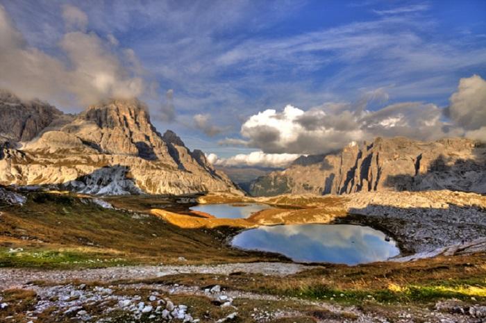Горы, парящие высоко над головами, поражая своими высотами и красотой.